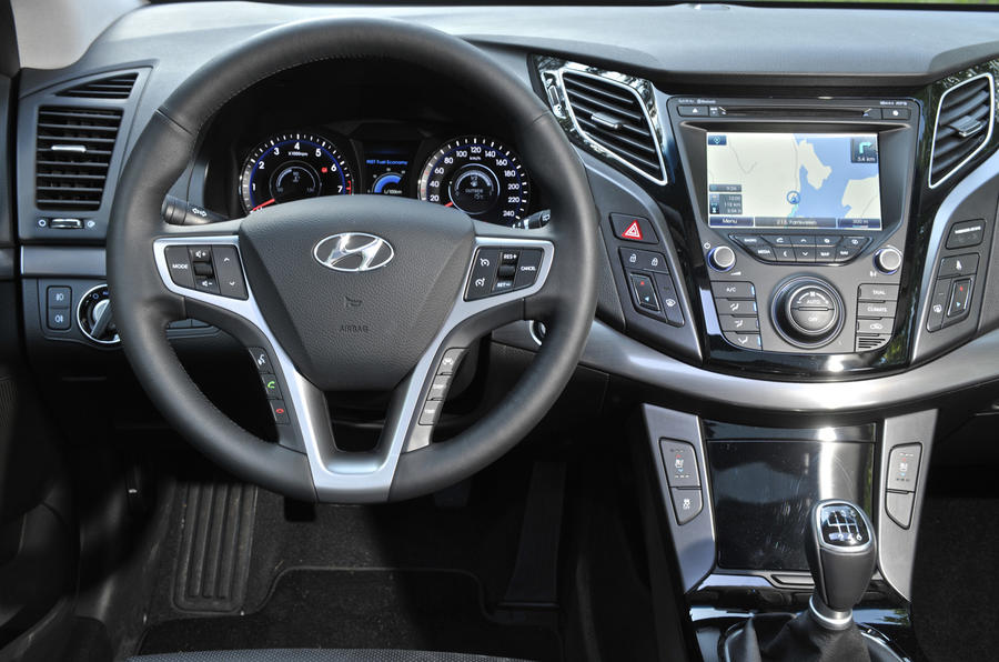 hyundai i40 1 7 crdi premium review autocar. Black Bedroom Furniture Sets. Home Design Ideas