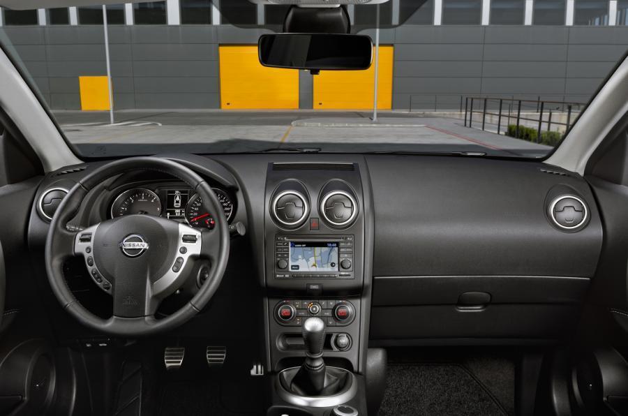 Nissan Qashqai+2 dashboard