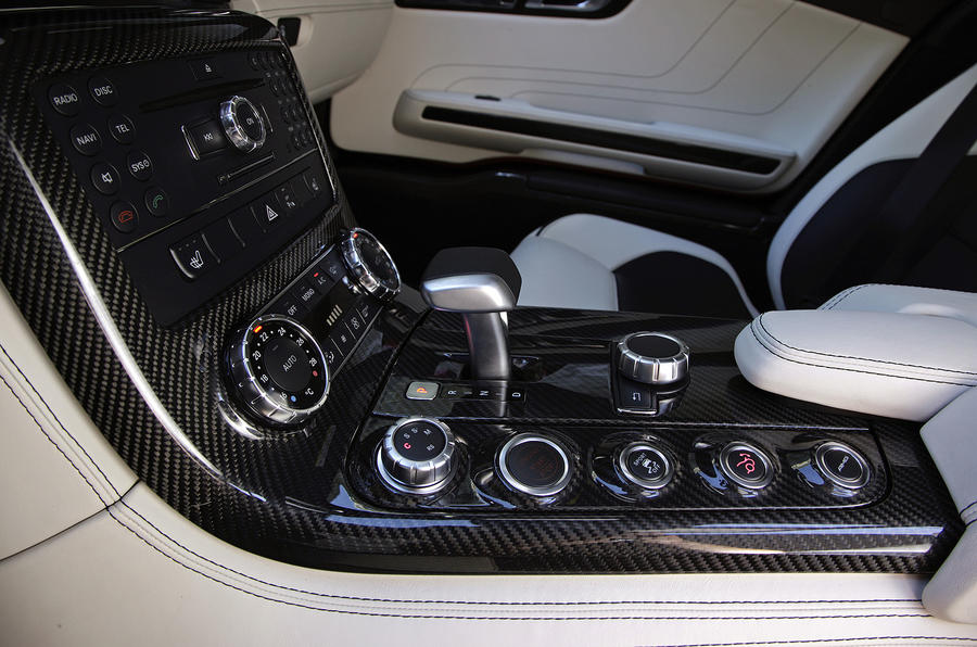 Mercedes-AMG SLS centre console
