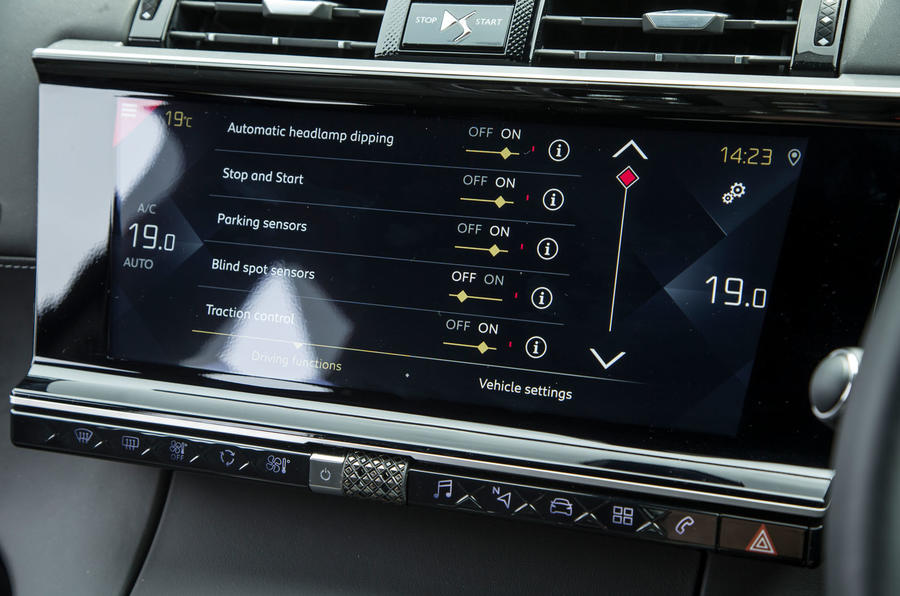 DS 7 Crossback 2018 road test review infotainment settings
