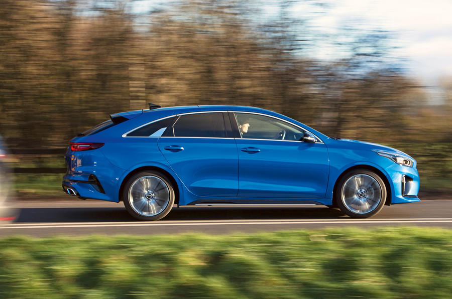 Kia Proceed GT-Line 2019 road test review - on the road side