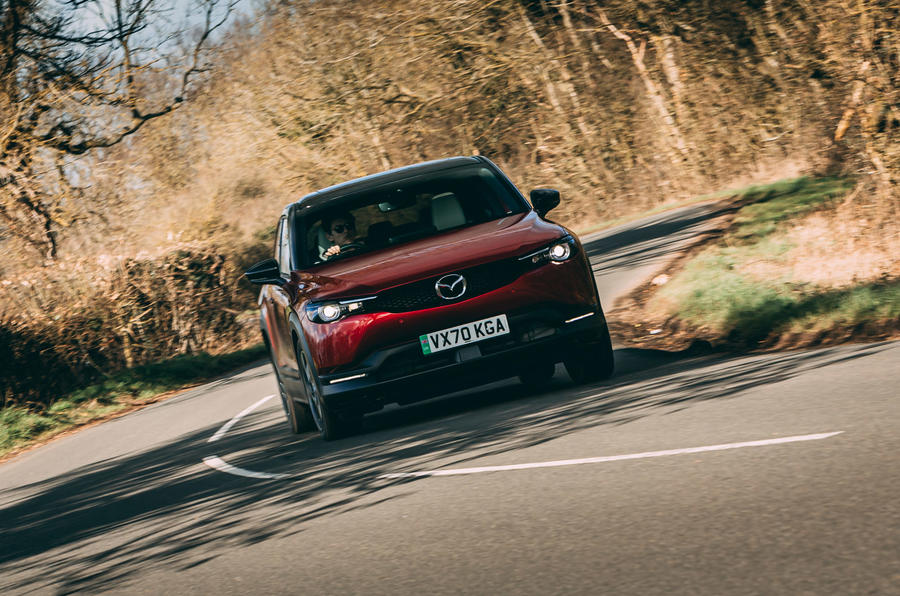33 Mazda MX 30 2021 : essai routier, test de virage avant