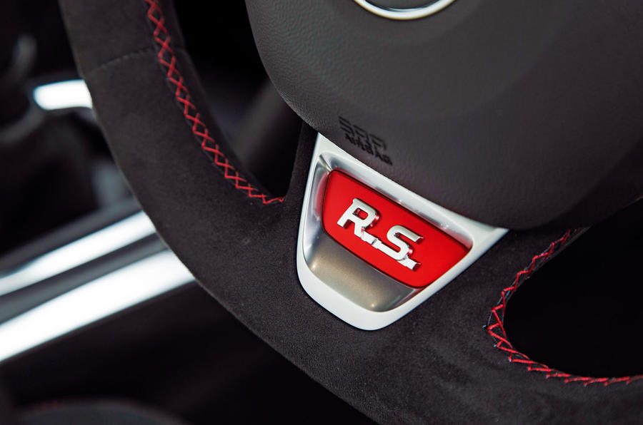 Renault Megane RS Trophy-R 2019 road test review - steering wheel detail