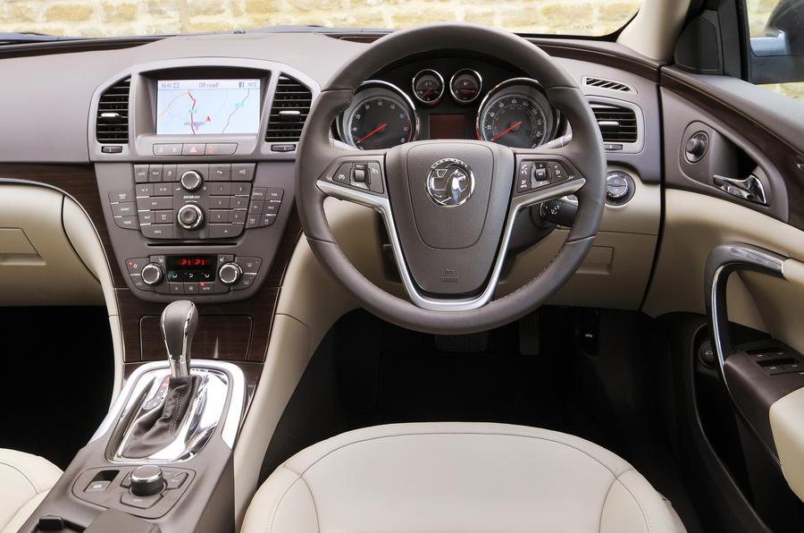 Vauxhall insignia ecoflex estate review autocar for Interior opel insignia 2015