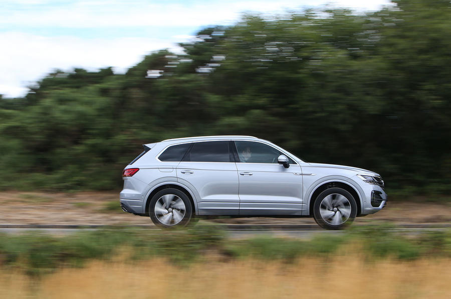 Volkswagen Touareg 2018 road test review on the road side