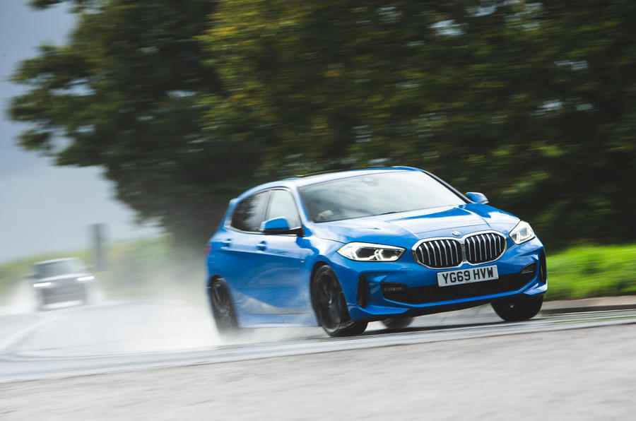 BMW 1 Series 118i 2019 road test review - on the road front