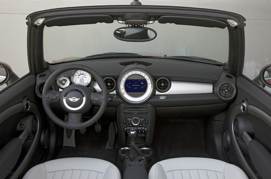 Mini Cooper D Convertible dashboard