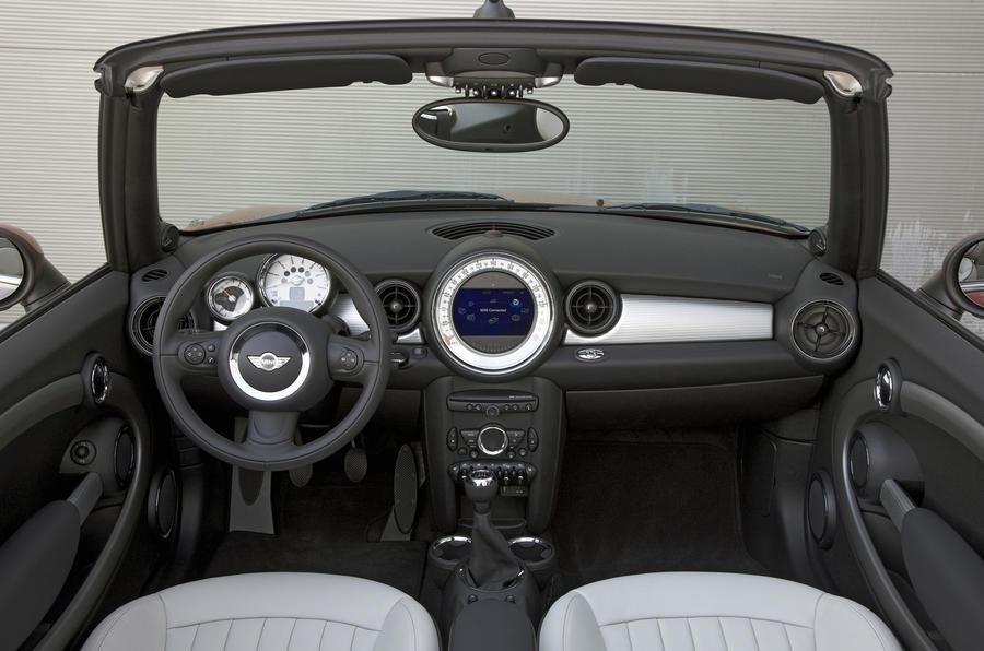 Mini Cooper D Convertible dashboard
