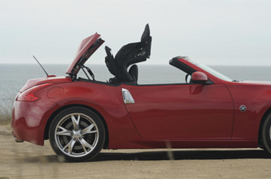 Nissan 370Z Roadster roof unfurling