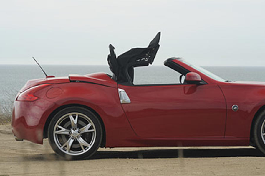Nissan 370Z Roadster roof closing