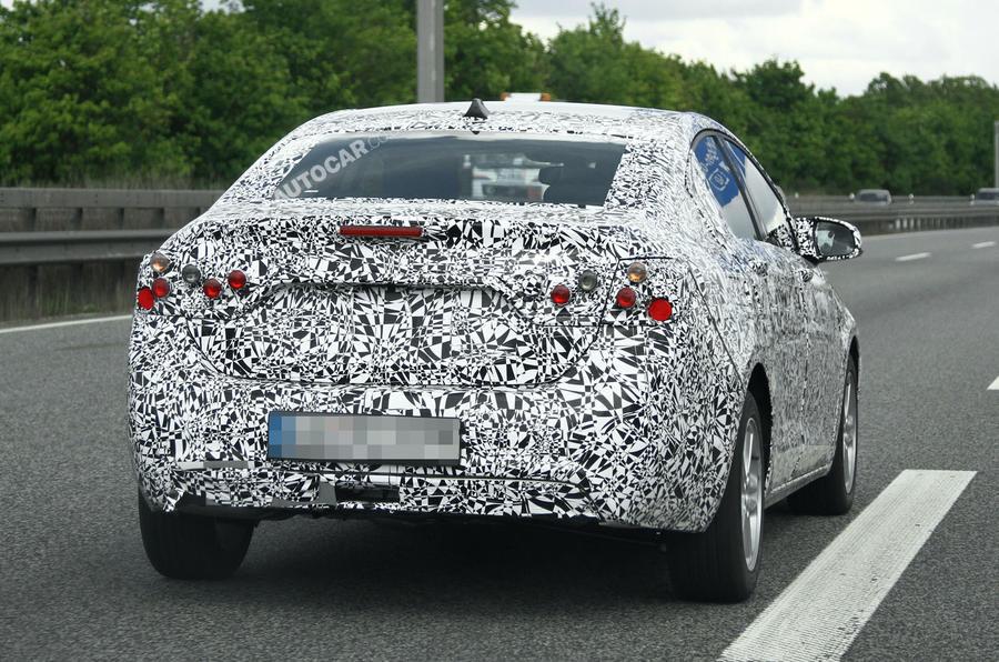 New Chevrolet Cruze: new spy pics