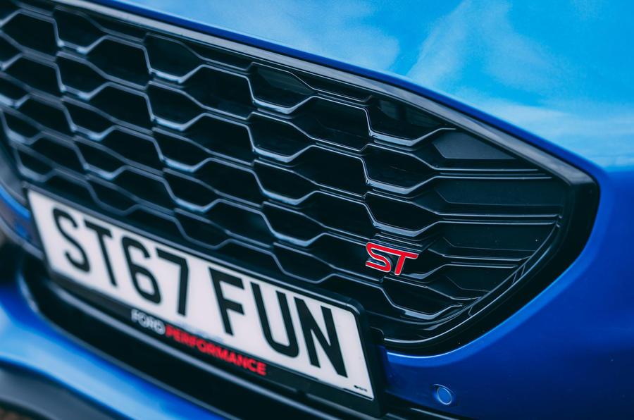 4 Ford Puma ST 2021 : essai routier, grille avant