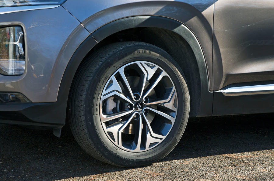 Hyundai Santa Fe 2019 road test review - alloy wheels
