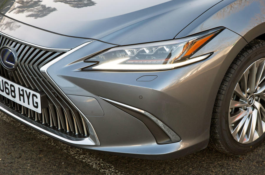 Lexus ES 2019 road test review - headlights