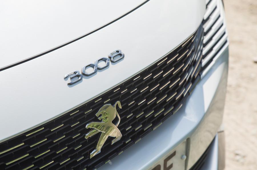 4 Peugeot 3008 2021 RT nez