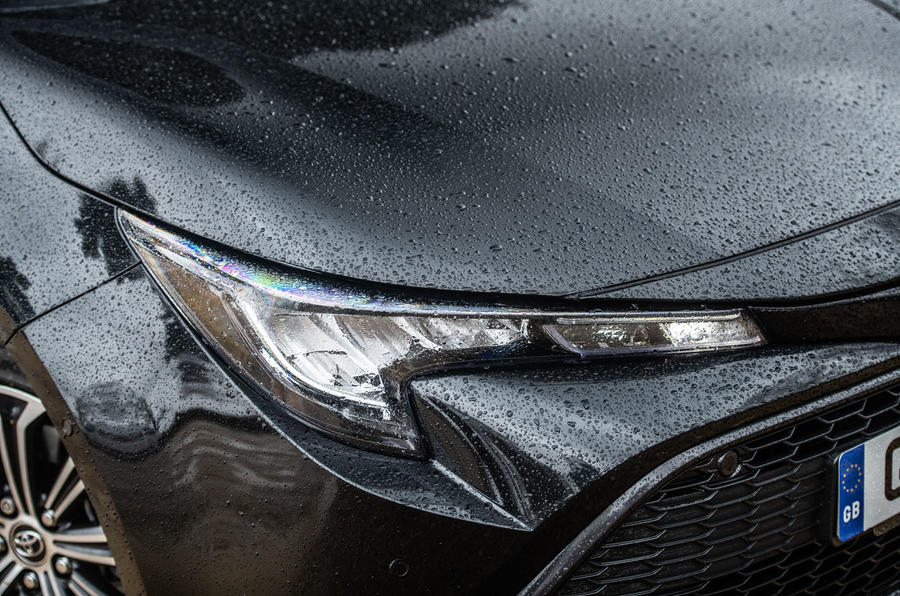 Toyota Corolla Touring Sports 2019 road test review - headlights