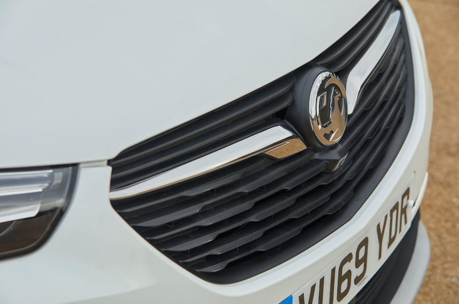 Vauxhall Grandland X Hybrid4 2020 road test review - front grille