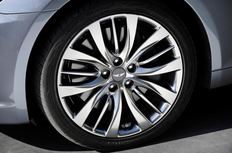 2015 Hyundai Genesis revealed in Detroit
