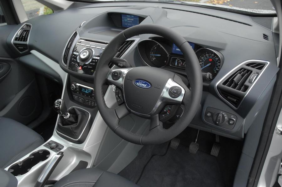 Ford C-Max 1.6 Titanium dashboard