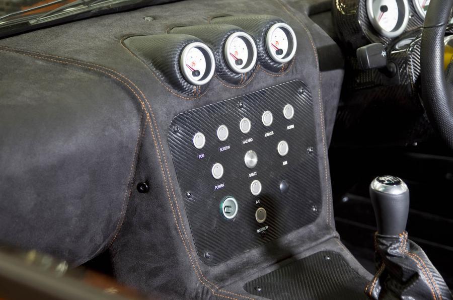 Ginetta G40R centre console