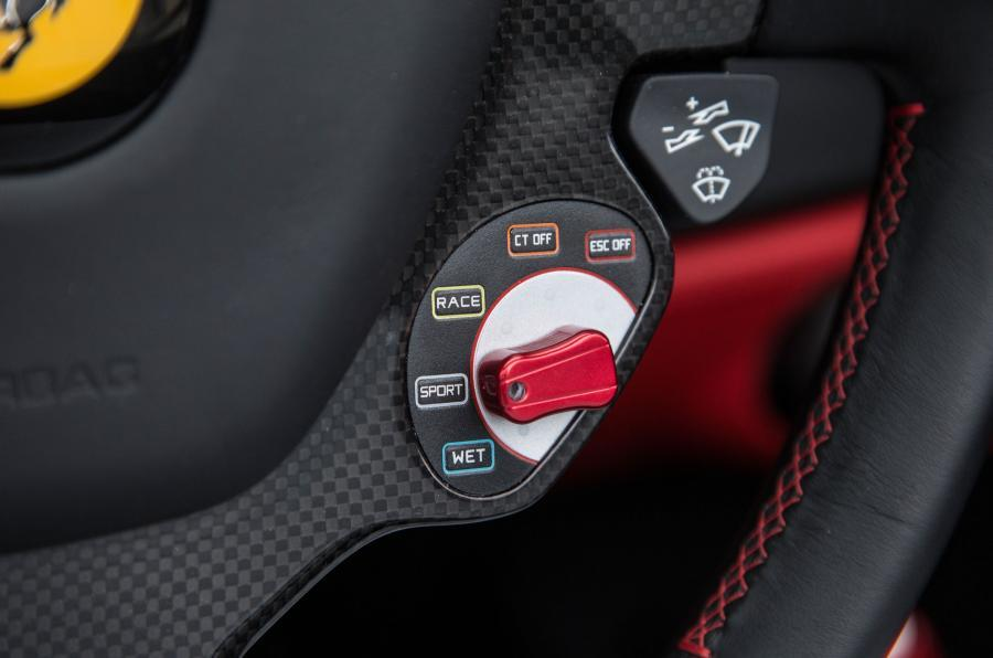 488 Spider driving mode switch