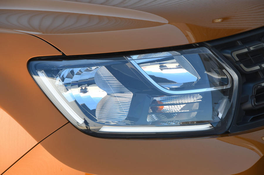 Dacia Duster 2018 road test review headlights