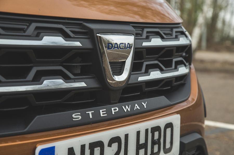 5 Calandre de la Dacia Sandero Stepway 2021 RT