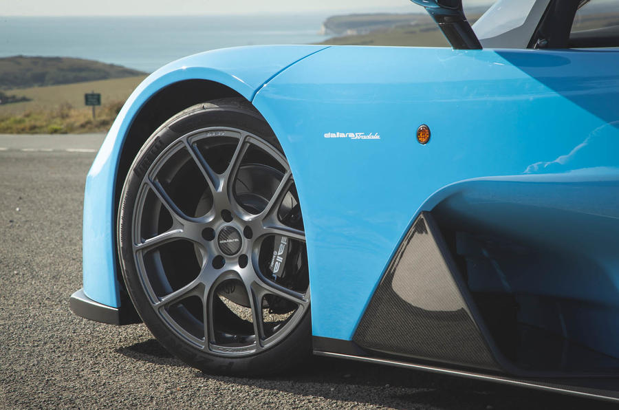 Dallara Stradale 2019 road test review - alloy wheels