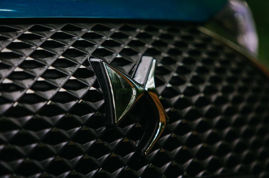 DS 3 Crossback 2019 road test review - bonnet badge