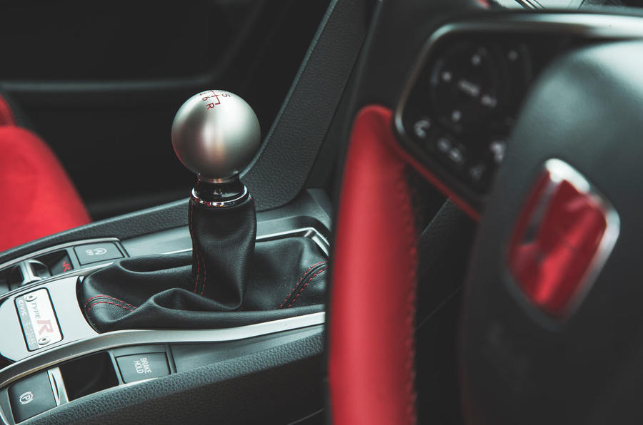 Honda Civic Type R 2019 road test review - gearstick