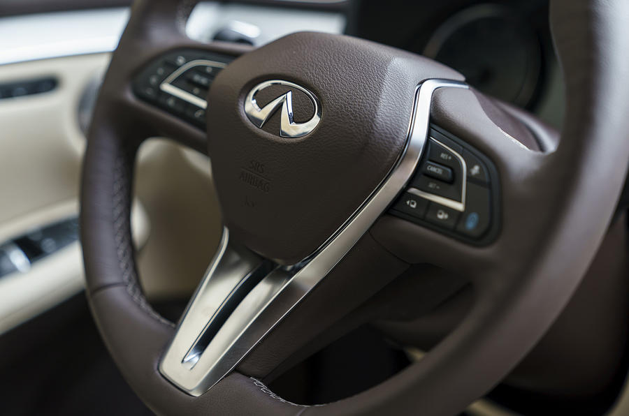 Infiniti QX50 2018 review - steering wheel