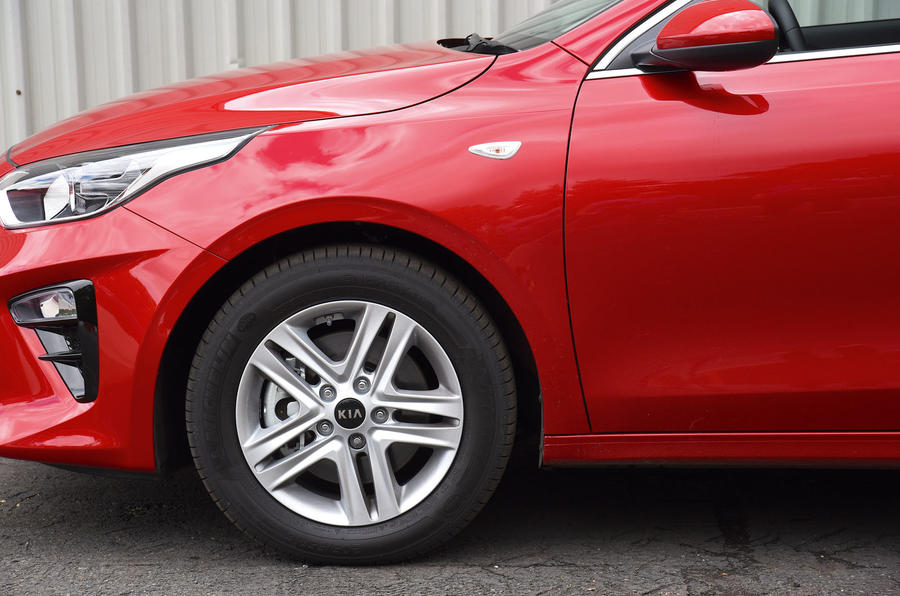 Kia Ceed 2018 road test review alloy wheels