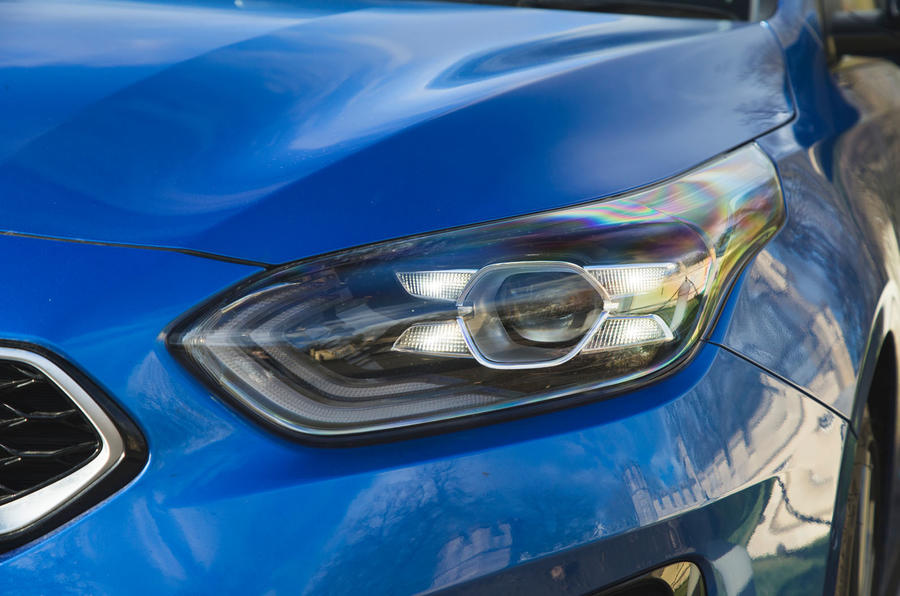 Kia Proceed GT-Line 2019 road test review - headlights