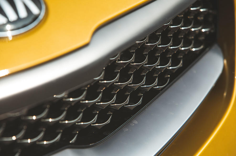Kia Xceed 2019 road test review - grille details