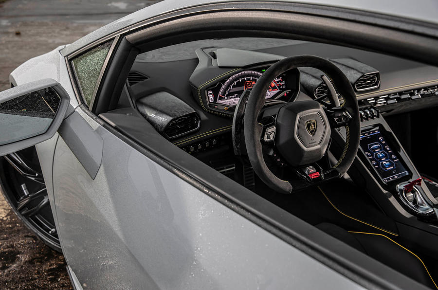Lamborghini Huracan EVO RWD 2020 road test review - cabin