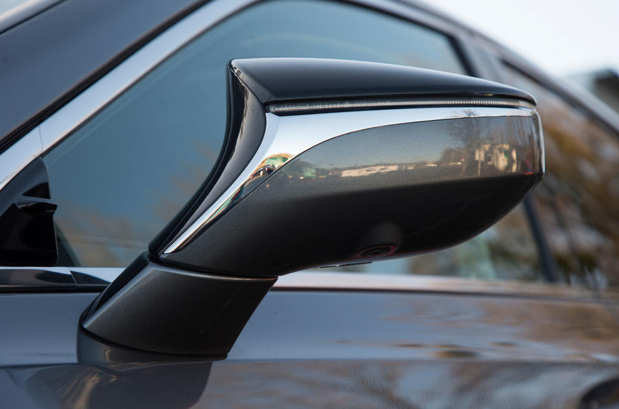 Lexus ES 2019 road test review - wing mirrors