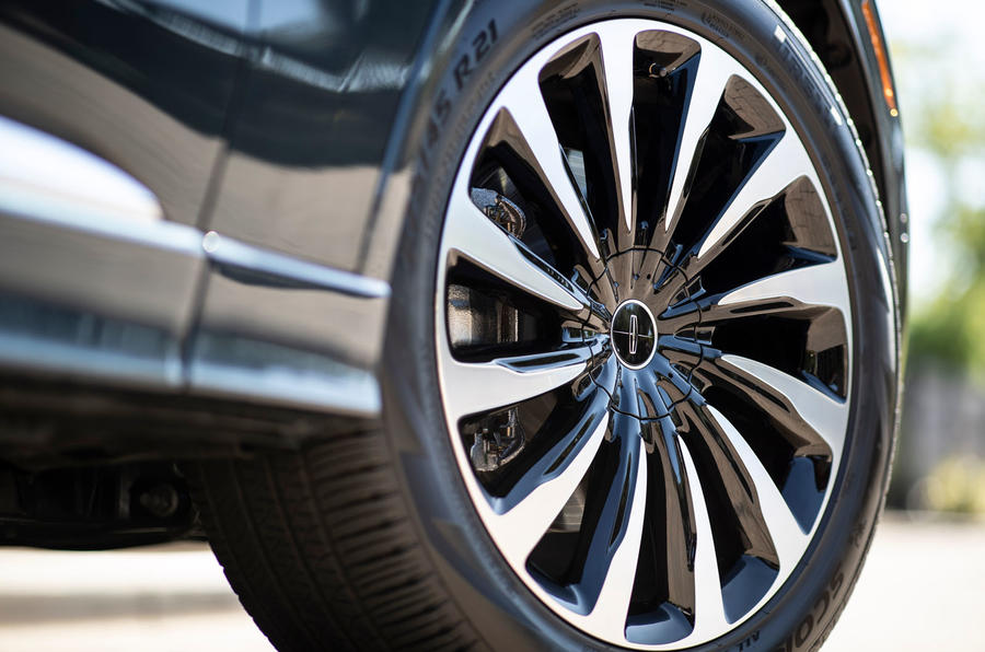 Lincoln Aviator 2020 road test review - alloy wheels