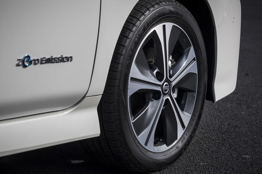 Nissan Leaf 2018 UK review alloy wheels