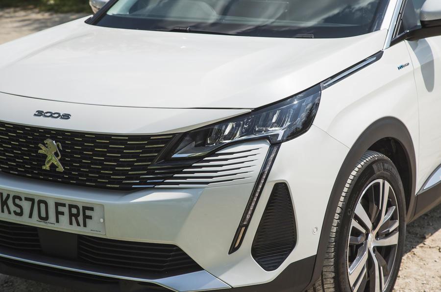 5 Phares de la Peugeot 3008 2021 RT