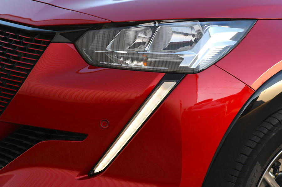 Peugeot e-208 2020 road test review - daytime running lights