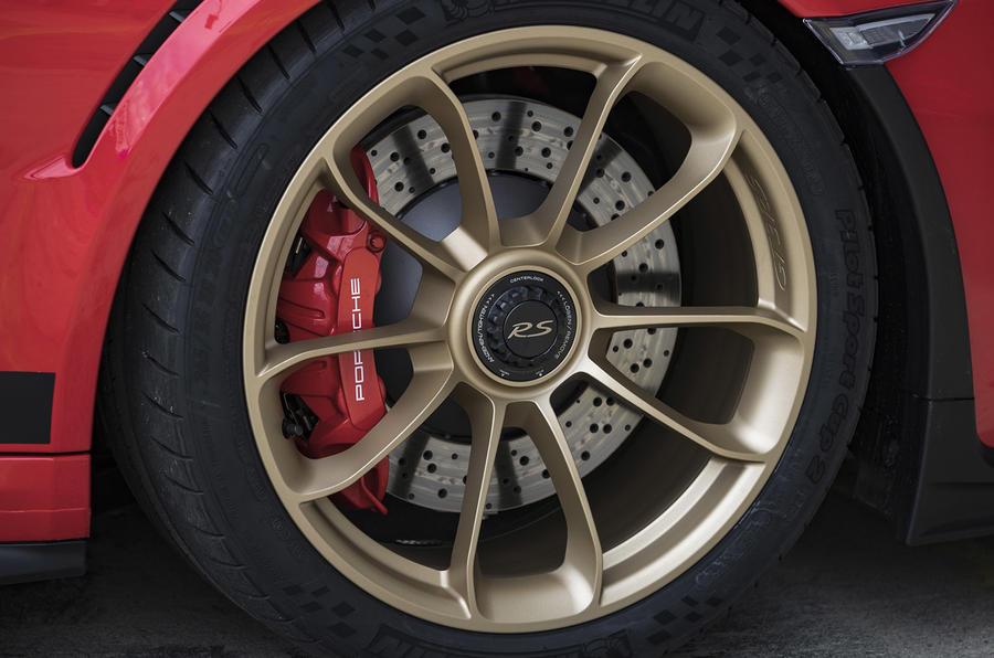 Porsche 911 GT3 RS 2018 review brake calipers