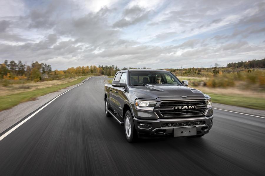 RAM 1500 Laramie 5.8 V8 2018 review - action