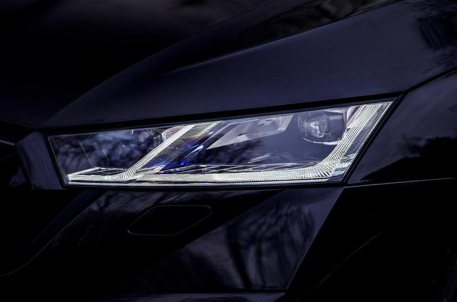 5 phares Skoda Octavia vRS TDI 2021 pour l'examen de l'essai routier
