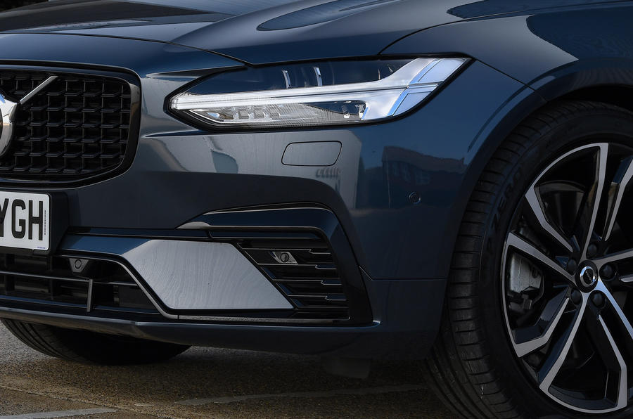 Volvo V90 T6 Recharge PHEV 2020 road test review - headlights