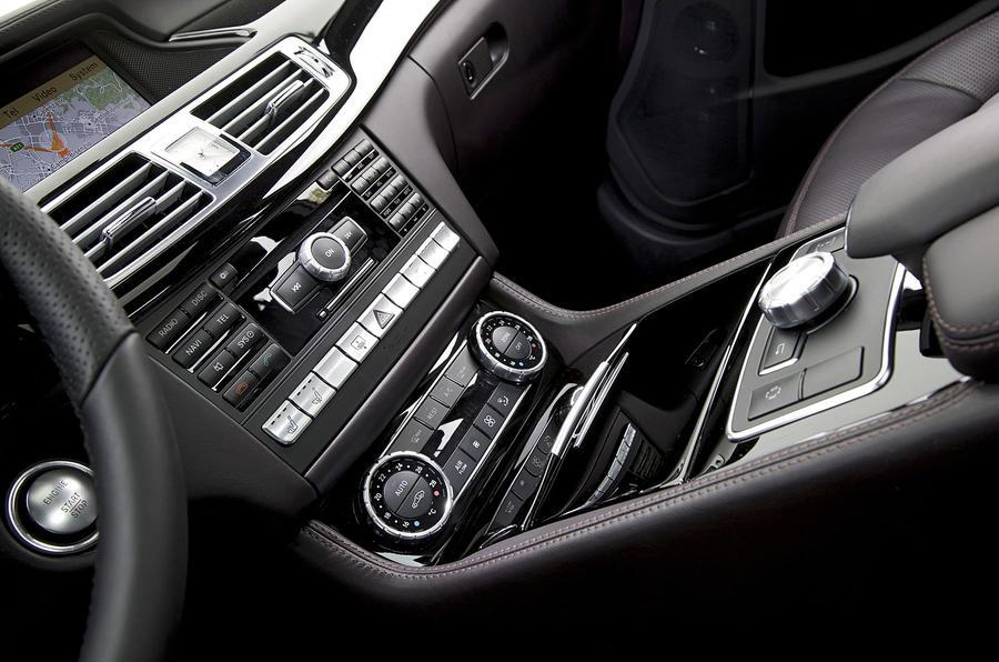 Mercedes-Benz CLS 350 CDI centre console