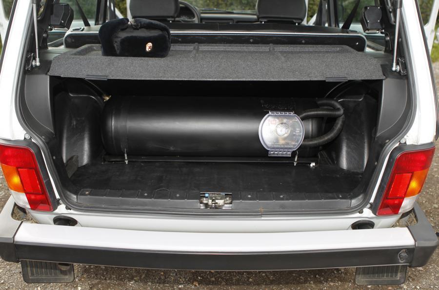 Lada Niva LPG tank