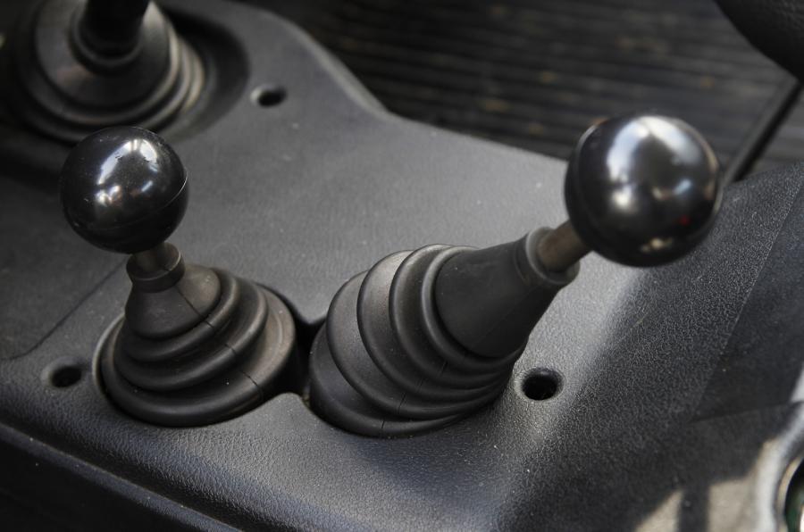 Lada Niva dual-ratio gearbox