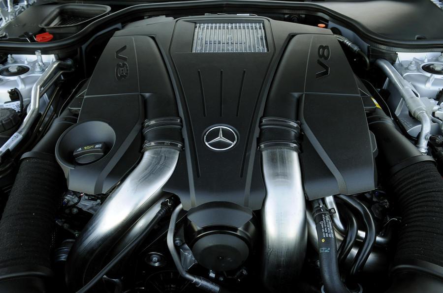 4.7-litre V8 Mercedes-Benz SL 500 engine