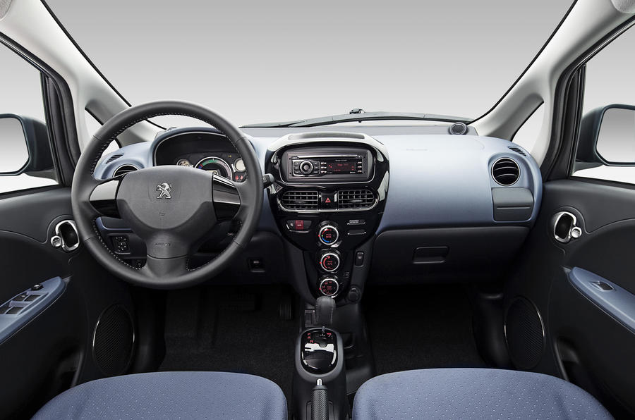 Peugeot iOn dashboard