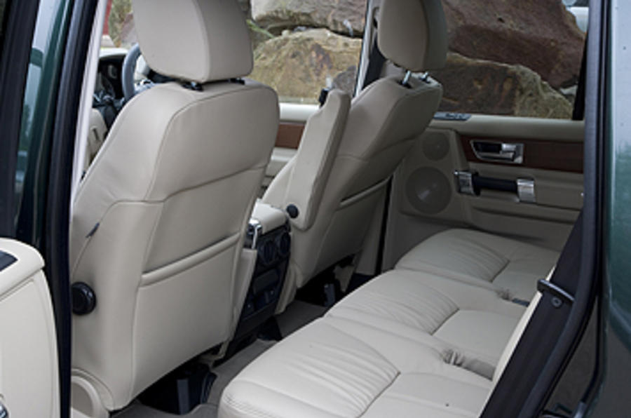 Land Rover Discovery 4 rear seats